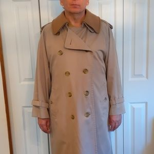 Burberry Trench Coat. 44 R. Excellent condition!